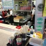 nikkouguchipa-kingueriakudaribaiteninshokuko-na- - 綺麗な厨房ですが活気が無い。