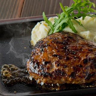 ボリューム満点お肉料理