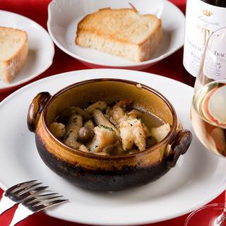 お料理によくあうフランスワインをそろえています!