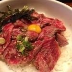 焼肉萬野ホルモン舗 - 牛トロレアステーキ丼
