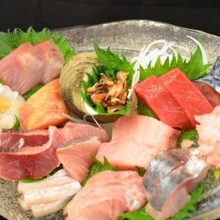 マグロ以外にも勝浦近海の【地の魚】の数々も楽しめるのも魅力