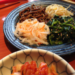 焼肉 桃苑 - ナムルとキムチ