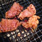 焼肉 桃苑 - ヒレ身スジ(左)とまかない肉♪