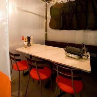 韓国屋台式テント風のテーブル半個室