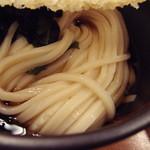 29333314 - 天ぷらぶっかけの麺と若布