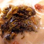 久留米ラーメン清陽軒 - 今回は辛子高菜と醤油ニンニクを後半ぶっこんでみました