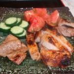 東京しゃも いーと - もち豚リブロース味噌ずけ、醤油麹焼き
