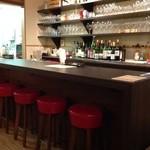 道産ワイン応援団winecafé veraison - 一番人気はメインカウンター。