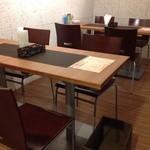 道産ワイン応援団winecafé veraison - テーブル席でゆっくりと楽しむのも☆