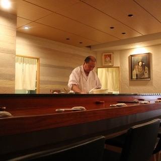 この道45年の大将が握る寿司はまさに絶品。