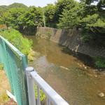蕎麦 惠土 - 近くを流れる川