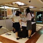 東京湾納涼船 - 飲み放題の飲み物受取