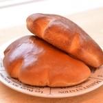 ブーランジェリー コンヴィヴィアリテ - 自家製カスタードクリームパン