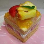 スイーツファクトリー - 料理写真:フルーツショートケーキ