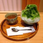 赤福茶屋 - 赤福氷520円也♪暖かい焙じ茶付きが嬉しい