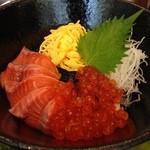 魚殿 - サーモンとイクラの親子丼@新橋 魚殿