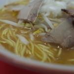 なか房 - なか房のラーメン並のスープとチャーシュー(14.07)