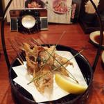 炉ばた情緒かっこ - のどぐろのカリカリ揚げ(520円)は塩と油の加減も美味しいw(°o°)w 白身はほっくほく!