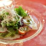 ラレーヌ アリス - 1800円コースランチのサラダ。カンパチのカルパッチョ