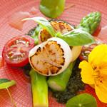レストラン AKIOKA  - 料理写真:ホタテと三石産グリーンアスパラのホットサラダ
