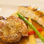 ラレーヌ アリス - 1800円コースランチ。お肉とお魚のミックスプレート