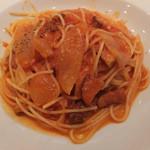 ポルト ポルテ - 厚切りベーコンと玉ねぎのトマトベースのパスタ