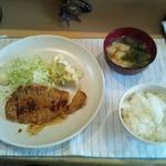 ルイタ食堂   - 日替わりランチ(生姜焼き定食 600円)