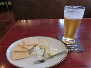 パイン - この日のなぎさビールは、「アメリカンウィート」。日によって違うそう。限定のもあるそうです。