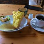 山田珈琲所 - 料理写真:ホットコーヒーとモーニモーニングサービス(エッグトースト)