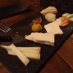 ソセアミ - チーズ5種盛り。