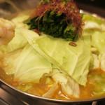 壱盛 - 料理写真:壱盛自慢のモツ鍋!口の中でとろけるモツにやみつきになります。