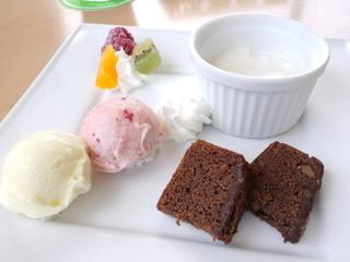 スプーンカフェ - スイーツ5品盛り合わせ 270円(通常は378円)(2014.7月)