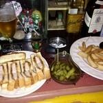 ザ・ロック食堂 - 私の夜の定番セット、ポークカツサンド、ピクルス、フライドポテト。ビールにもウィスキーにも焼酎にも良く合い、カツサンドはベリーグー!