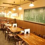 近江町食堂 - テーブル(4人掛が5卓と2人掛が2卓)