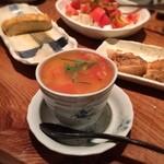 とうふ家三和 - 「豆乳茶碗蒸し トマトあんかけ(480円)」はやわらかな味わいの生地にトマトの落ち着いた酸味がアクセントに。トロトロの白玉が入ってるのも楽しい!