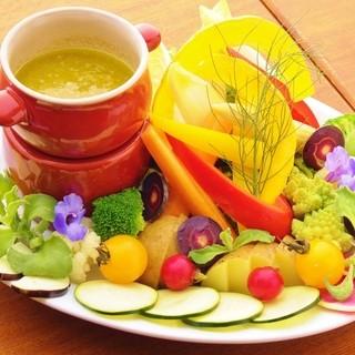 新鮮な季節野菜を使ったバーニャ・カウダ