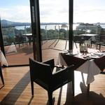 天草 天空の船 - レストランは大きな窓から海を一望できるすばらしい空間です。