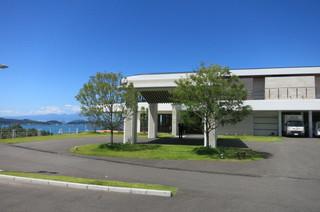 天草 天空の船 - こちらがフロントとレストラン、プールを備えたメインの建物。