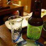ちゅらさん亭 - これがゴーヤビール。にがい。にがいだけ。