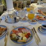 Bayerischer Hof  - 朝からシャンパンがあるのにびっくり