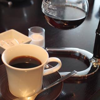 サイフォンで入れたこだわりのコーヒー