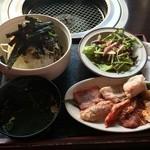 本日のおすすめ - 料理写真:ベーシックビビンバ大&焼き肉Cセット880円