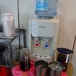 首里そば - ホット・アイスのコーヒーと、アイスティーが置いてあります