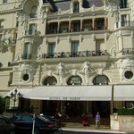 Hôtel de Paris Monte-Carlo - ホテルの玄関は意外と控えめ