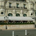 Hôtel de Paris Monte-Carlo - ホテルに向かって右側、ルイキャーンズの外観です