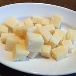 29399529 - つきだしのチーズ いっぱい〜♫