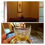 未在 - 待合室で「梅酒」が振る舞われます。