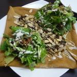 ガレット エ ポムポム  - ナッツと信州の茸サラダガレット 林檎の花から採ったはちみつをかけて