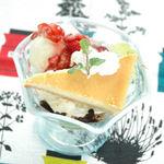 カフェ 風車 - 広島修道大学澄川ゼミコラボメニュー【チーズケーキとベリーソースパフェ】