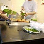 阿宗麺線 西門町店 - 作ってます。